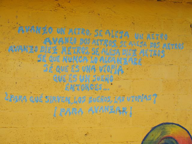 """""""Avanzo"""" poem written on a wall in Oventic, 2013. Photograph by Diana Taylor"""